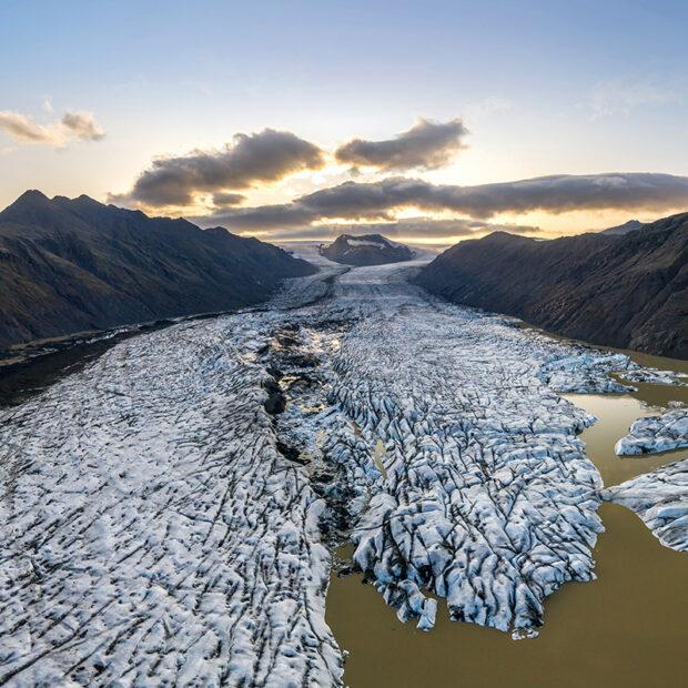 photo of clacier heinabergsjokull on the south coast of iceland in vatnajokull national park